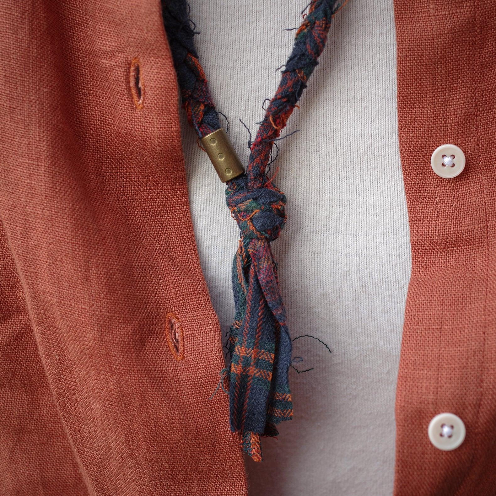 collier en tissu couleur rouille de la marque Borali