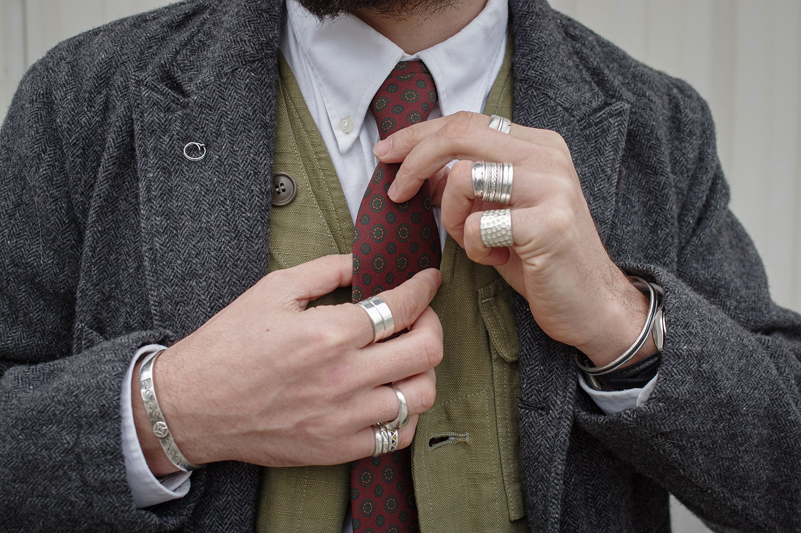 mise en avant de la jeune marque française de cravate Dare in Paris, toutes en soie et confectionnées à la main à Paris