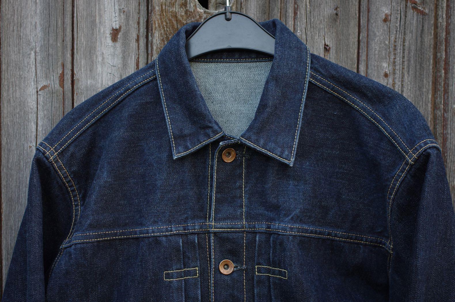 veste en jean avec un col rigide