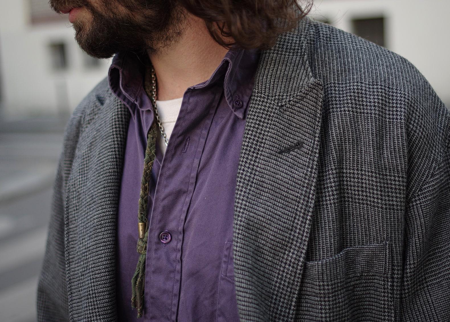 chemise de couleur violette button down aevc blazer croisé prince de gales en laine