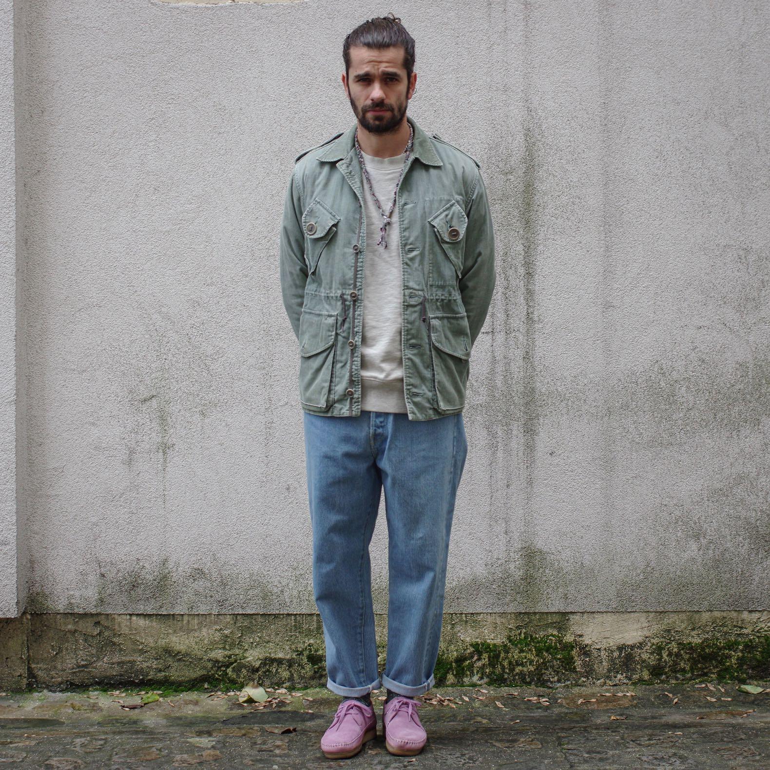 tenue homme printemps avec Visvim CAG jacket en velours et clarks violette