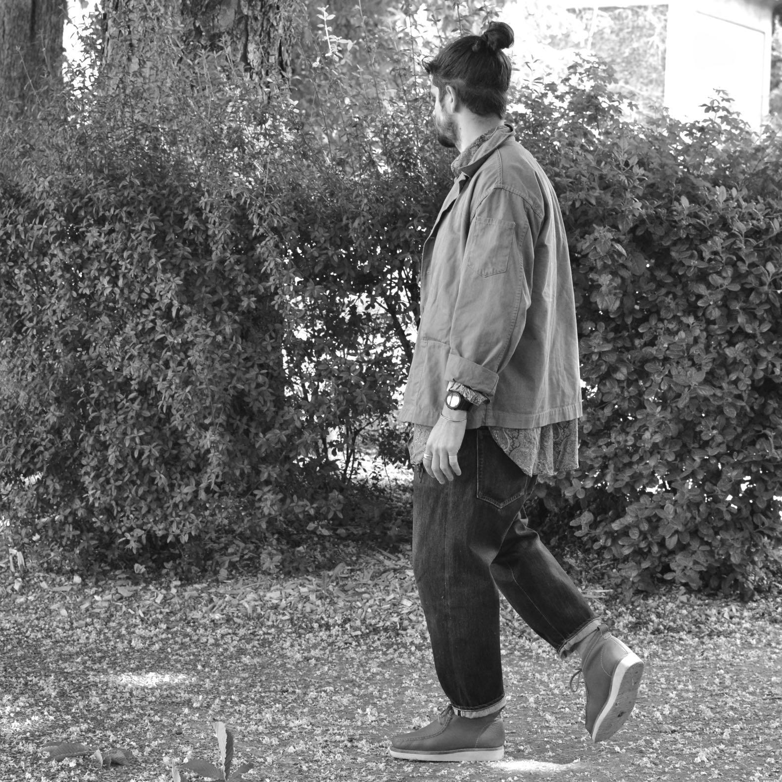 une tenue dansle style oversize porté par un homme