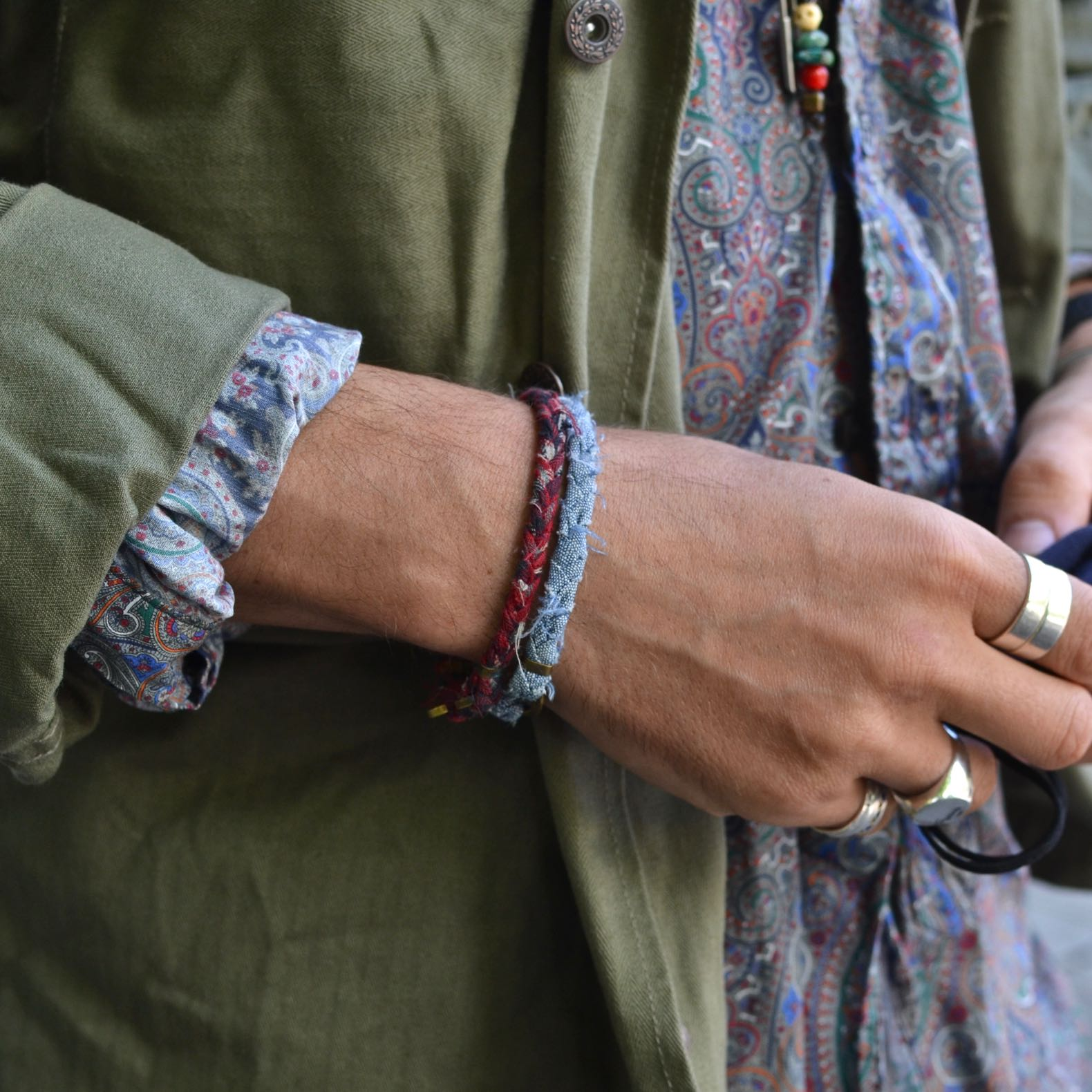 des bracelets pour homme et femme de la marque Borali en tissu tressé et recyclé