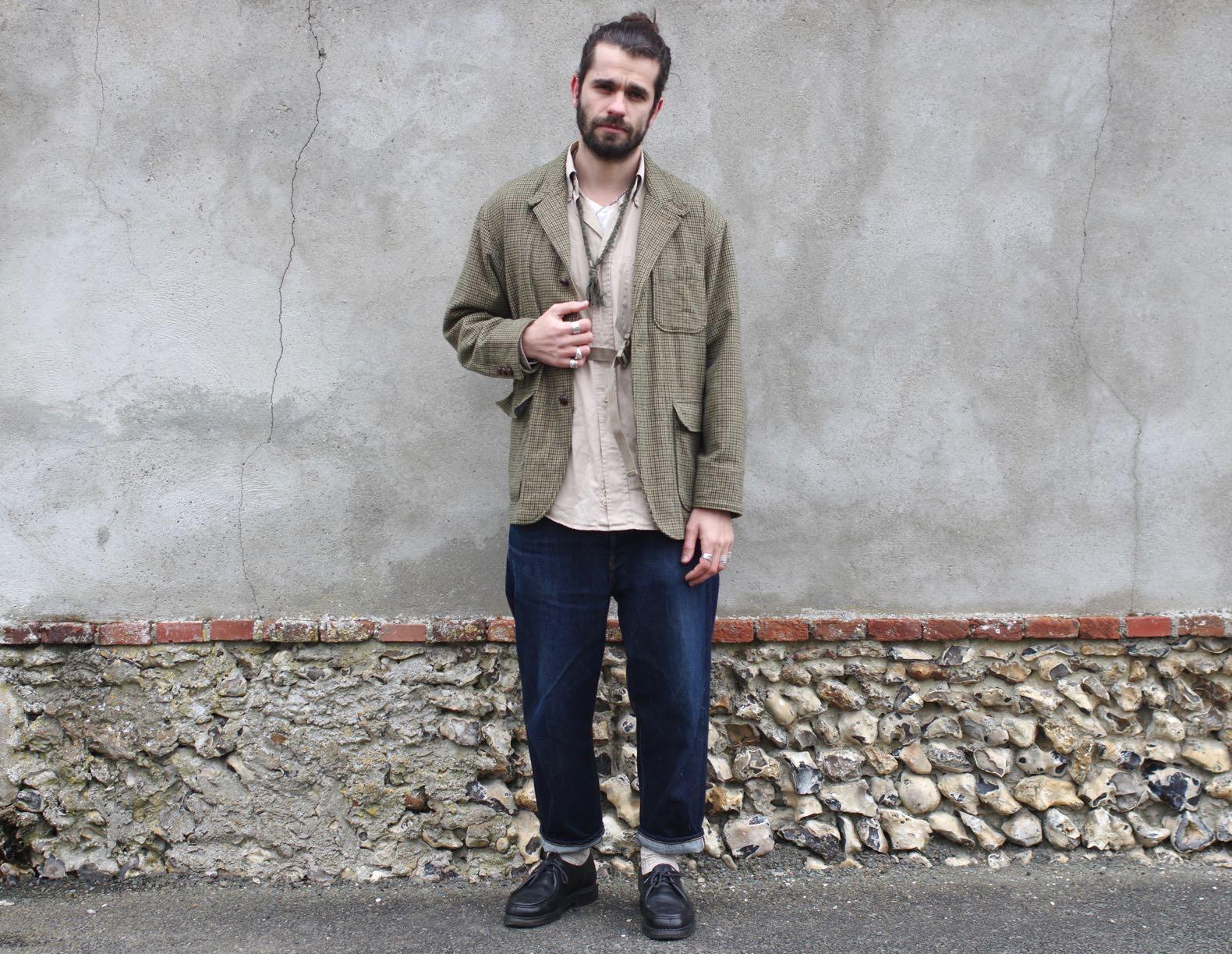 tenue avec des vêtements larges dont uen veste en motif pied de poule et jean loose tapered borali