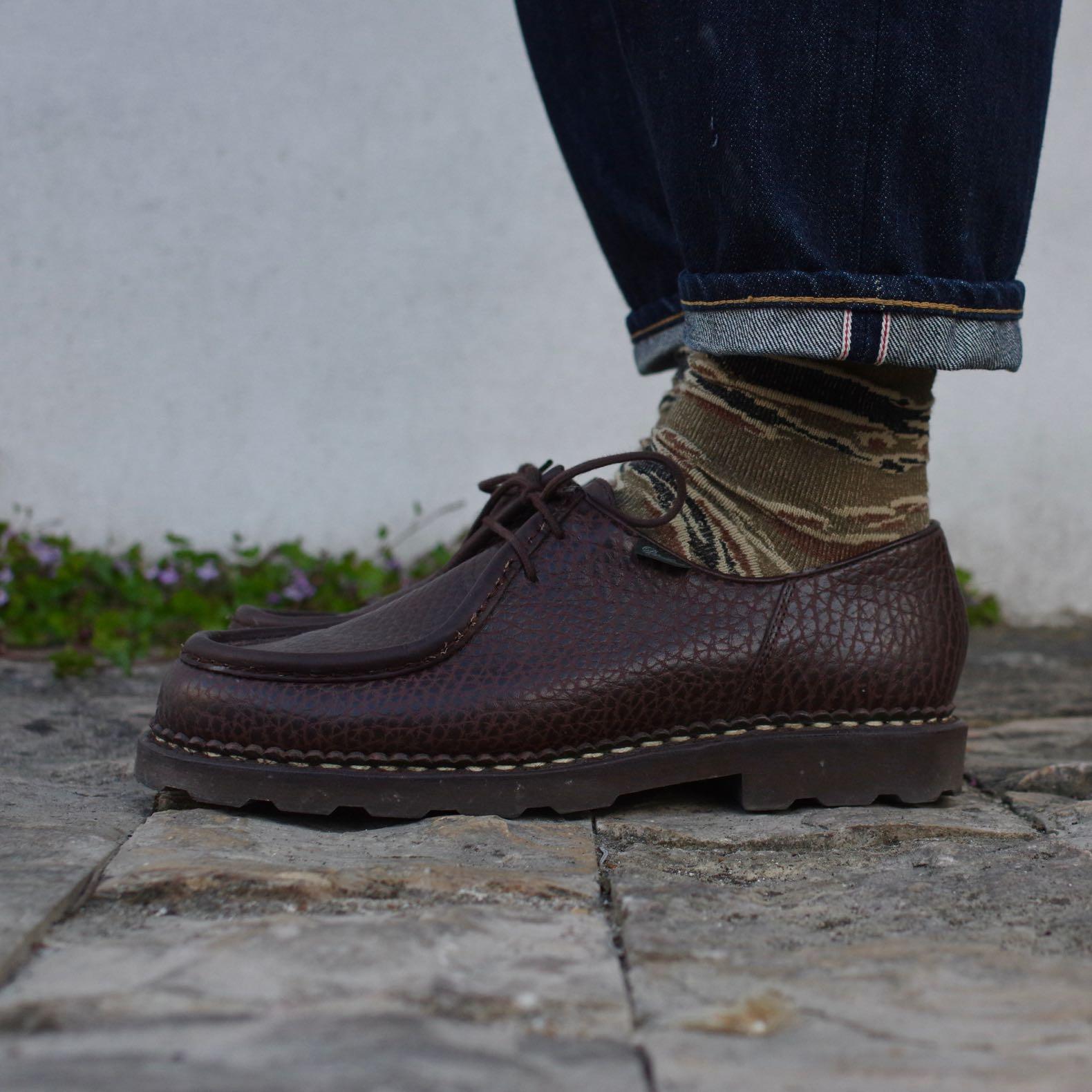 chaussures paraboot michael en cuir de bison avec des chaussettes anonymous ism japan en motif camo tiger stripe et un jean selvedge