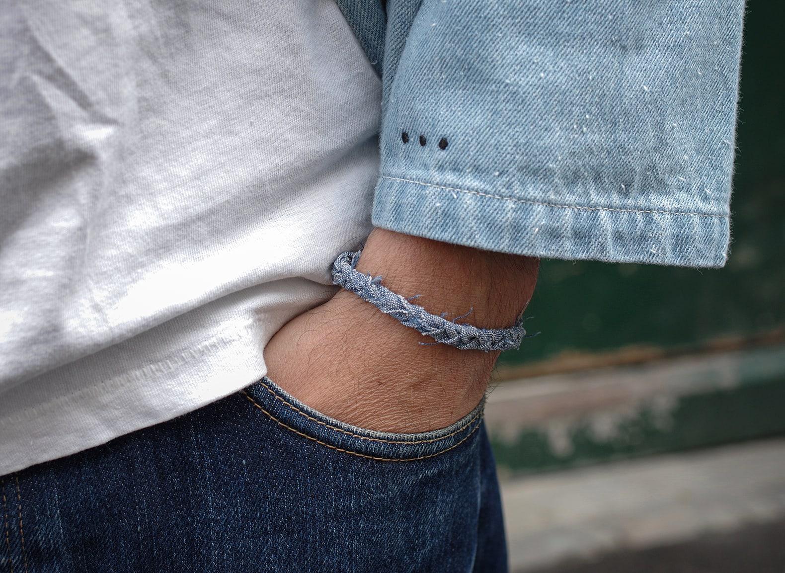 idée de bijoux pour homme avec un bracelet en tissu recyclé, un chambray japonais haut de gamme