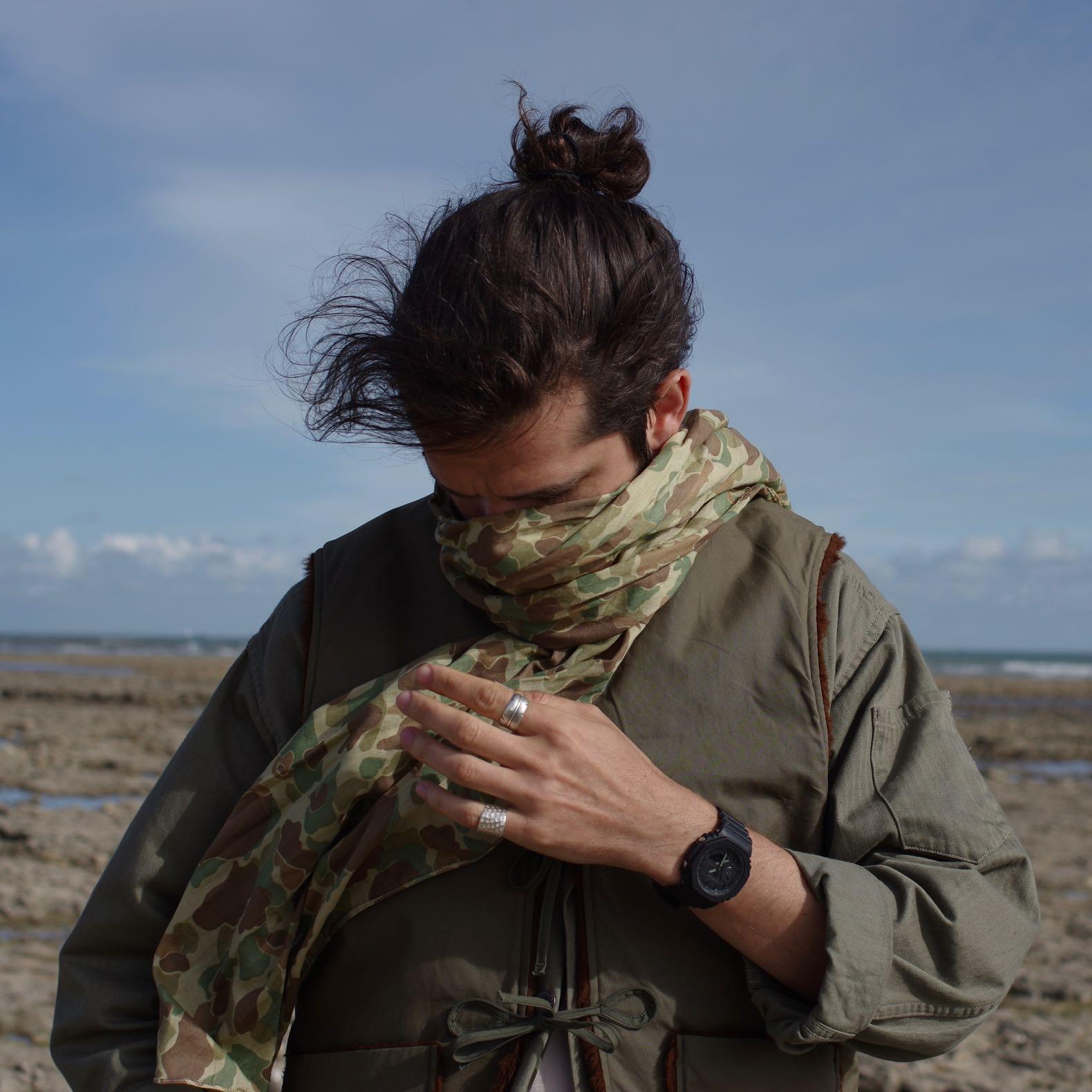 écharpe type foulard d'été en coton léger dans un imprimé camo frog skin de la marque Arashi Denim