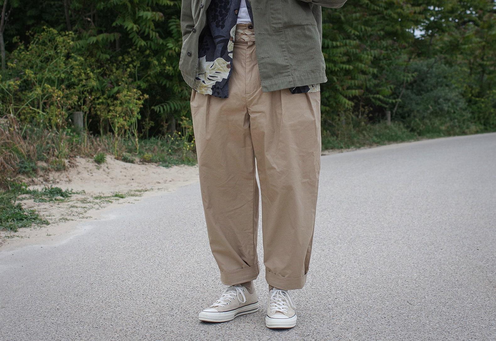 pantalon beige taille haute de bonne facture