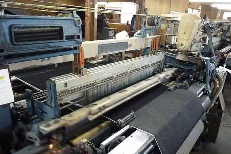 Machine à tisser jean selvedge vintage usine Okayama