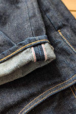 Jean brut loose tapered de la marque Hatski, liseré selvedge et point de chainette réalisé à l'Union special