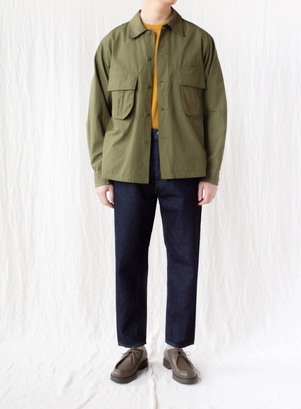 Jean brut loose tapered de la marque Hatski porté taille haute