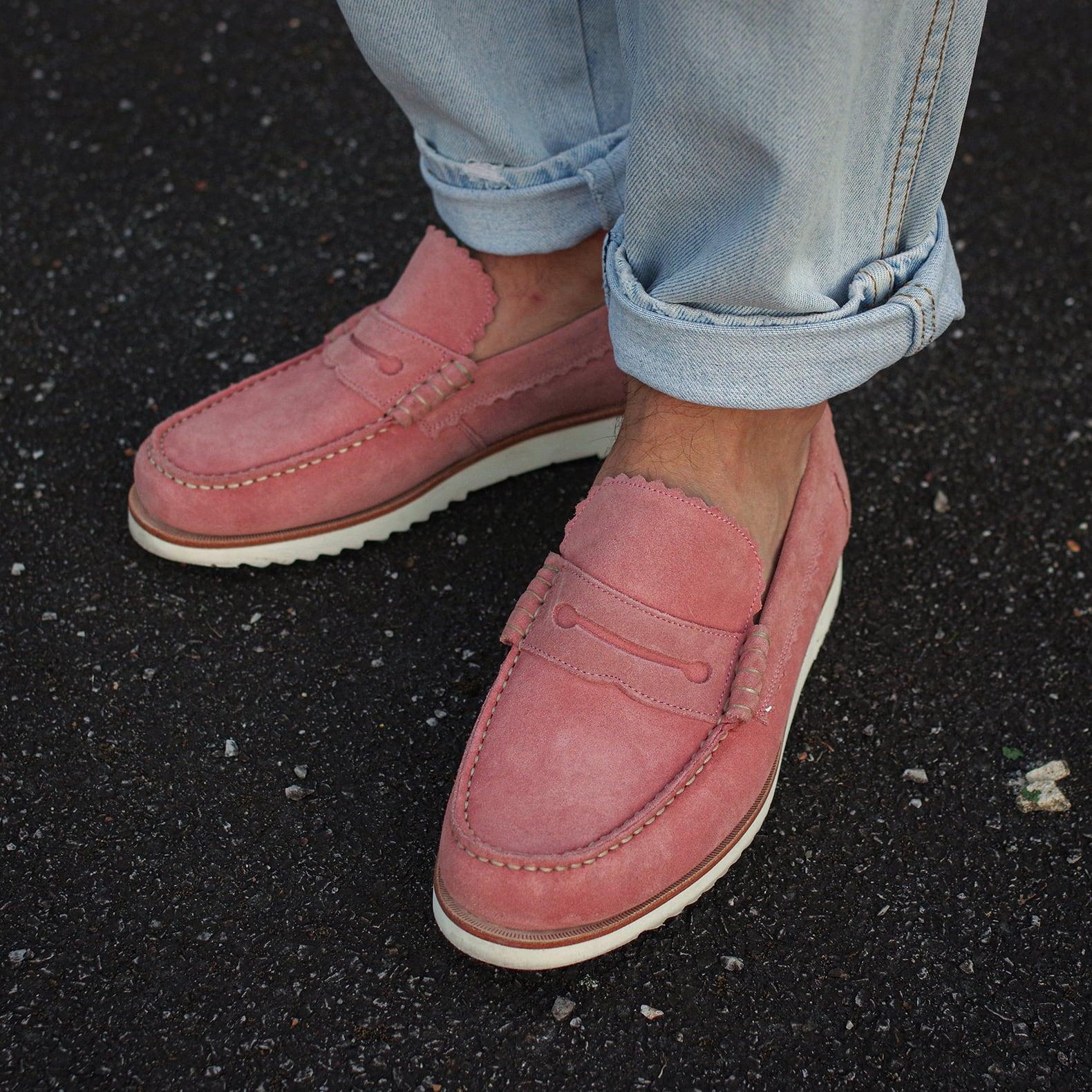 mocassins roses de la marque Grenson, forme penny loafers