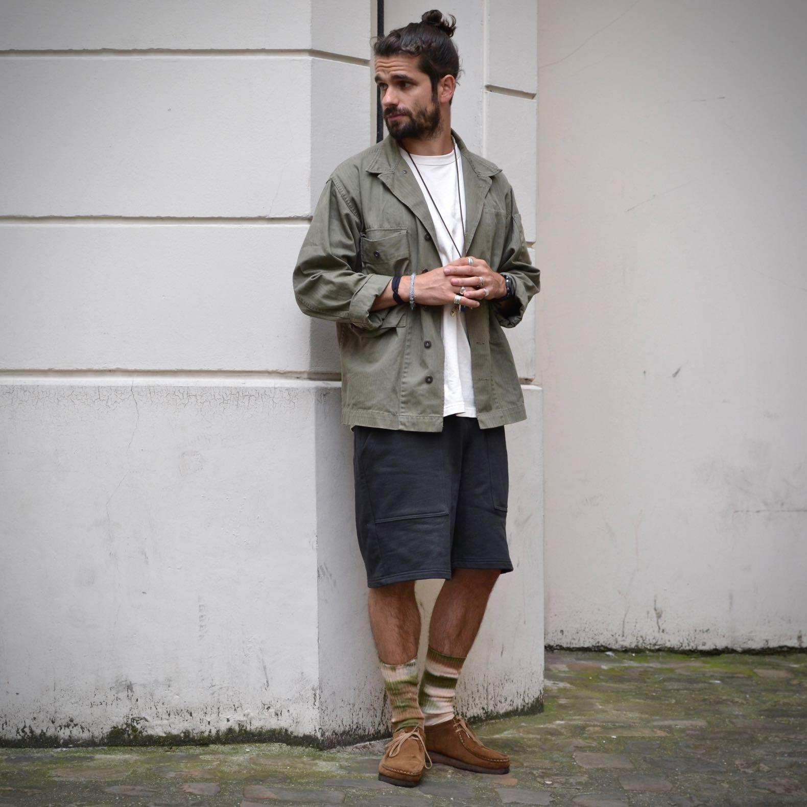 tenue homme chemise militaire short jogging vintage