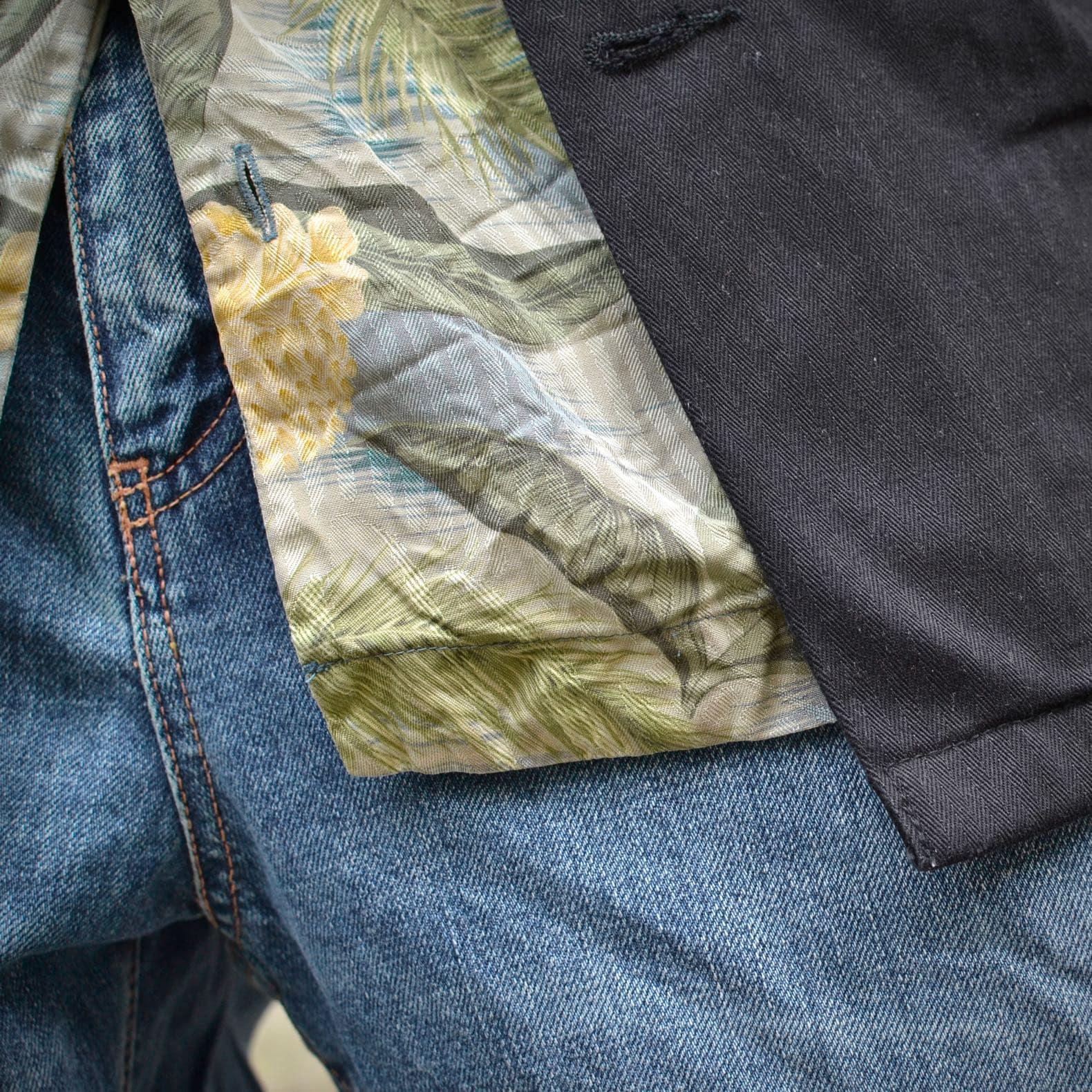 détail chemise soie tommy bahama