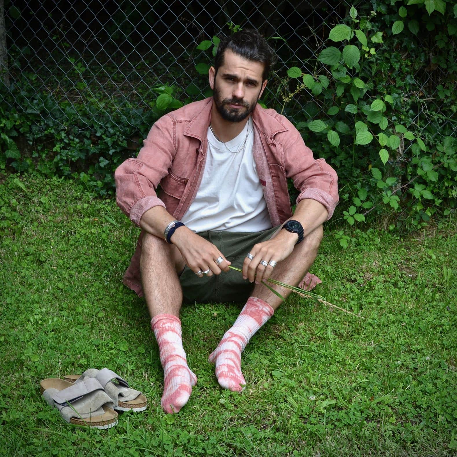 visvim-kilgore-jacket-salmon-drapeau-noir-seersucker-shorts-royalties-chaussette-rose