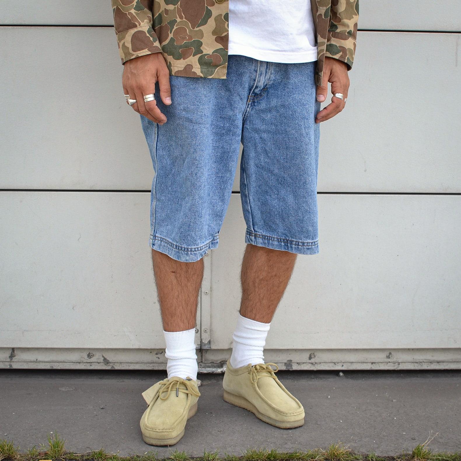 look homme en short jean vintage