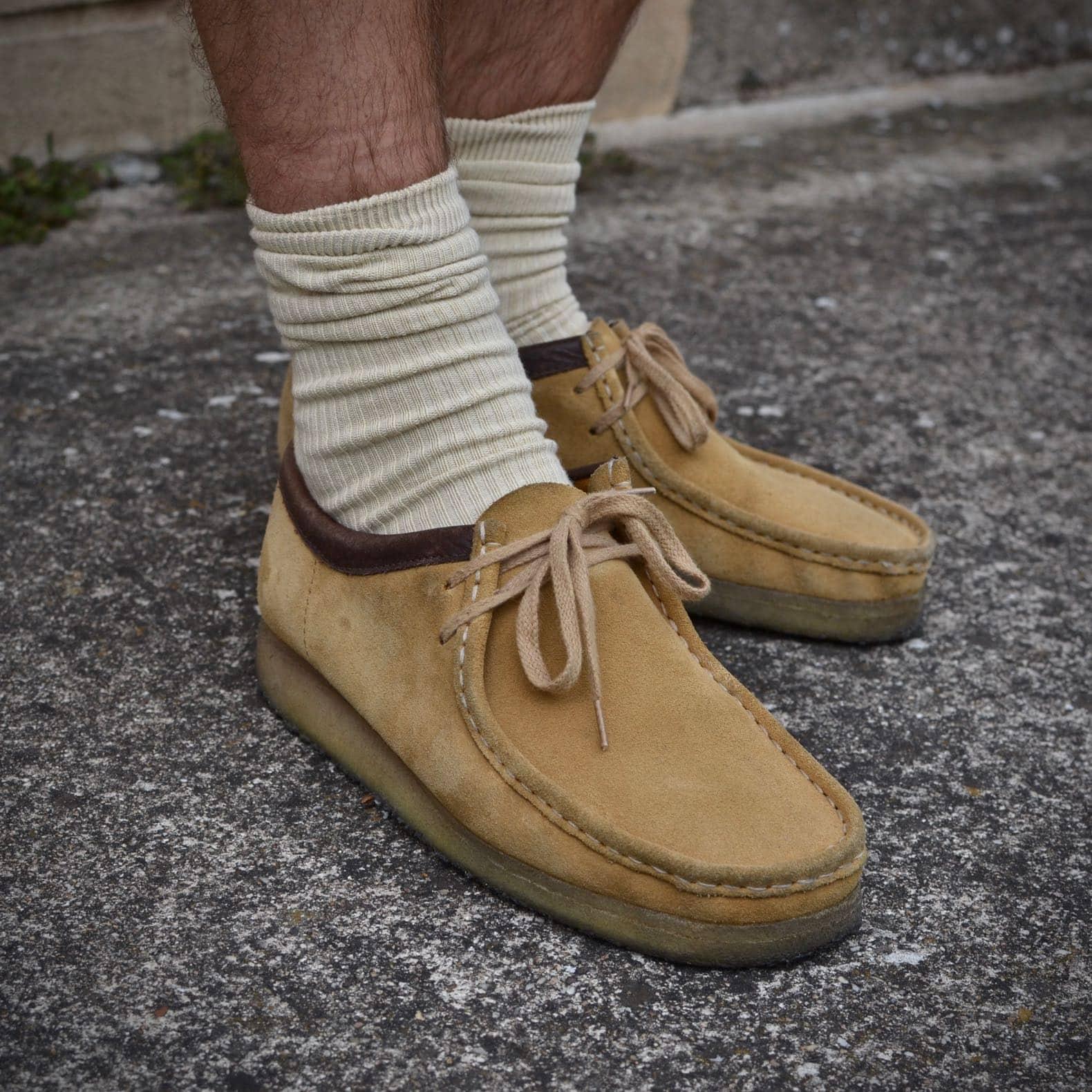 clarks wallabee beige chaussettes uniqlo