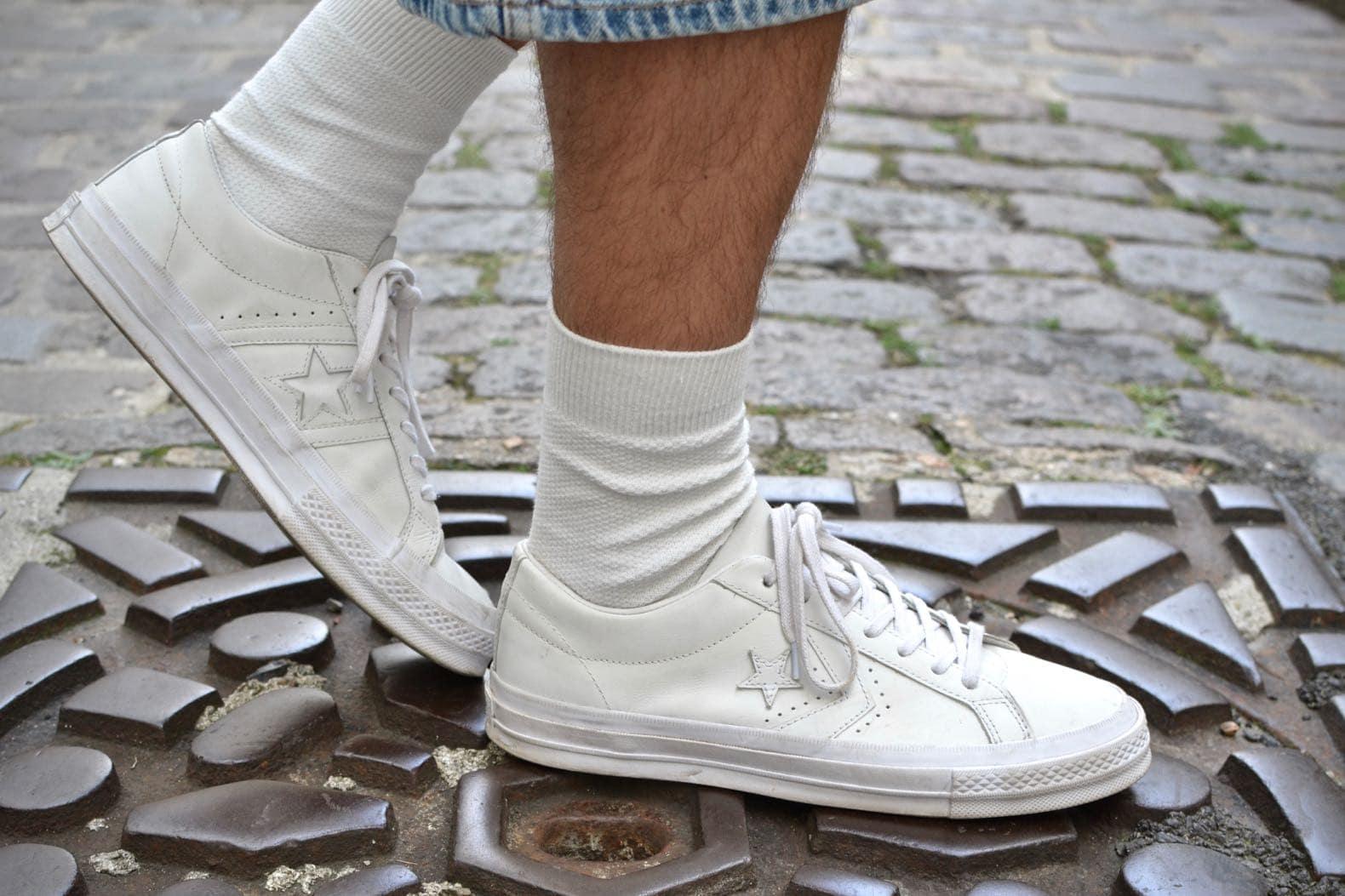 converse en cuir blanc chaussettes hautes
