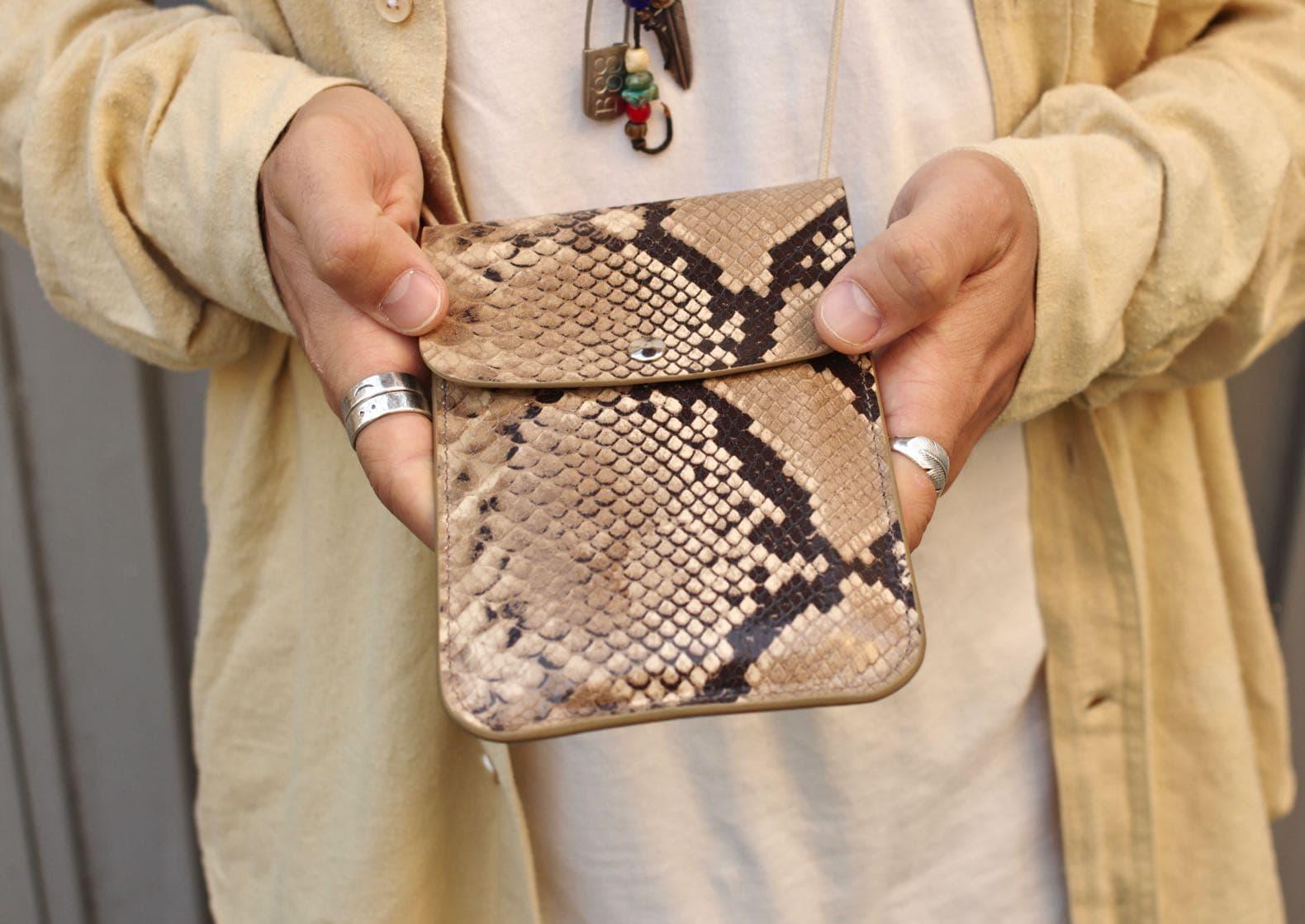 faux cuir exotique façon python imprimé sur peau agneau laperruque