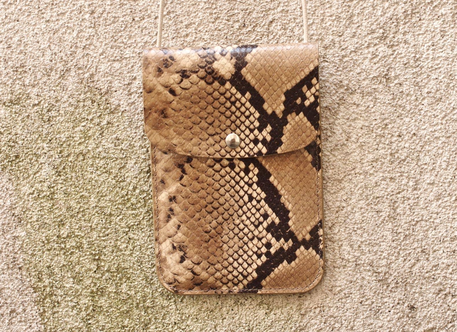 pochette cuir tour de cou laperruque façon python