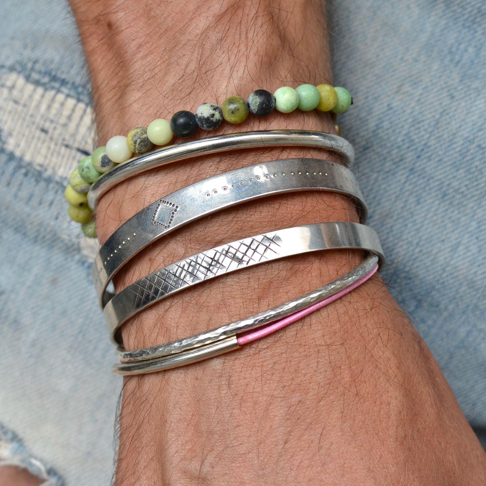bracelet en argent ciselé, martelé et gravé Gilbert gilbert