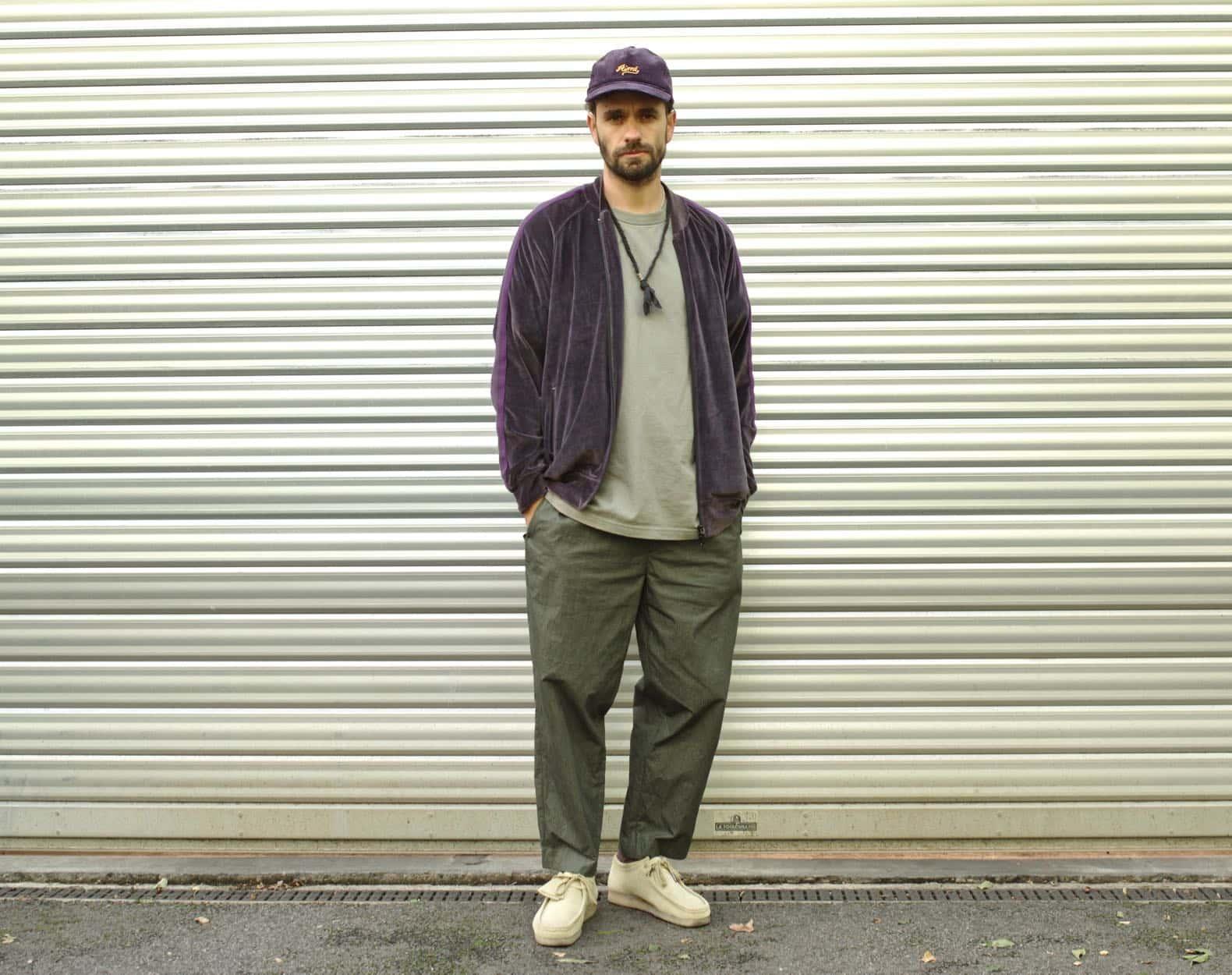 tenue streetwear homme aevc velours et clarks wallabbes