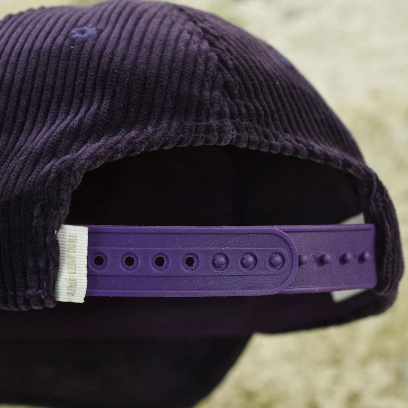 attach de casquette snapback