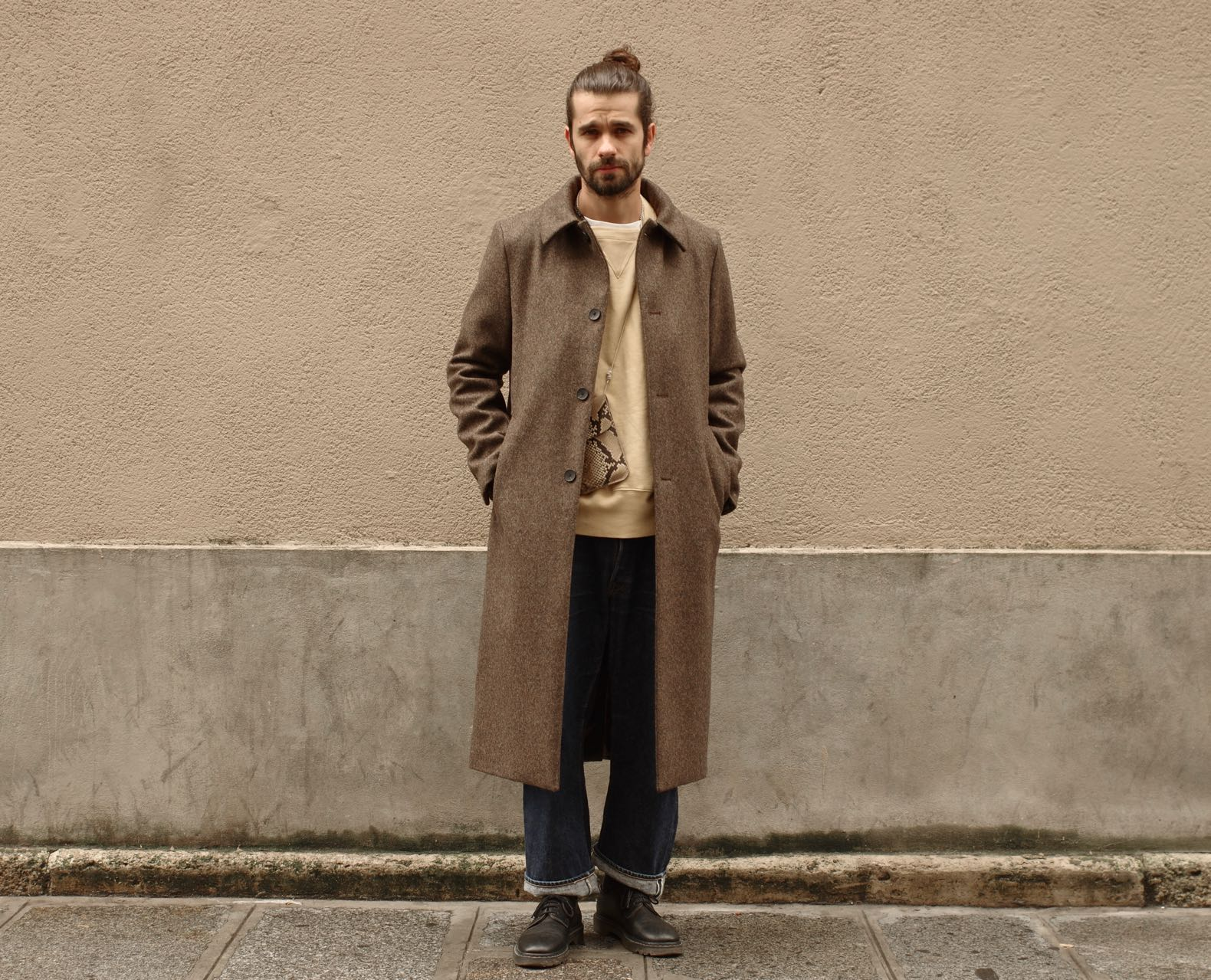 look homme en manteau en laine